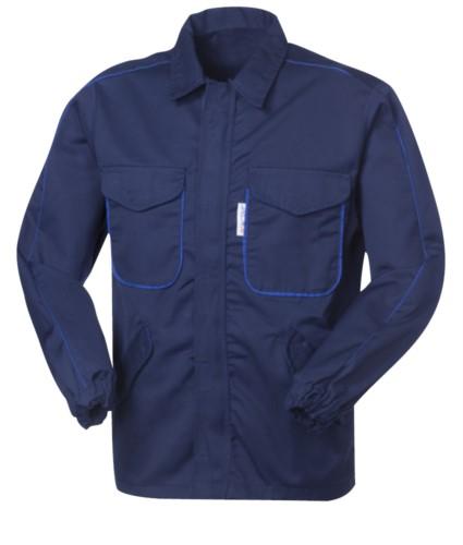 Antazid- und antistatische Jacke, verdeckter Reissverschluss, vier Taschen, elastische Aermelbündchen, kontrastierendes Profil an Aermeln und Taschen, zertifiziert nach EN 13034, EN 1149-5, Farbe blau