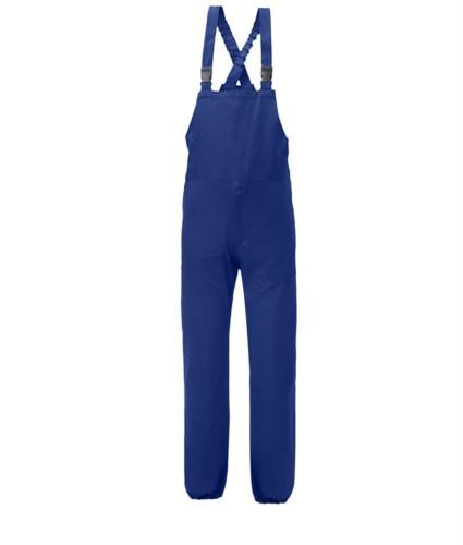 Anti Tangle Latzhose, elastische Hosentraeger, seitliche Oeffnung, Brusttasche mit Klettverschluss geschlossen, blaue Farbe. UNI EN 510 und UNI EN 340: 04 Zertifikat
