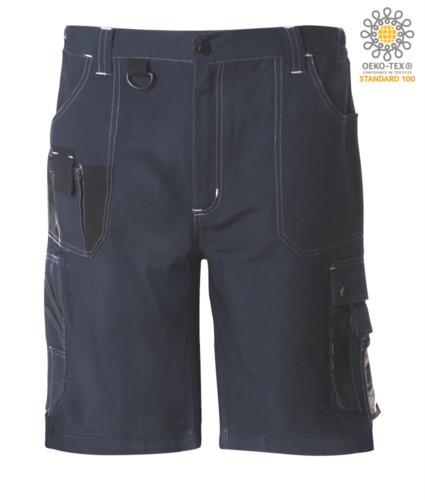 Bermudashorts mit mehreren Taschen und kontrastierenden Details und Naehten, Schluesselanhaenger; Farbe blau/shwarz