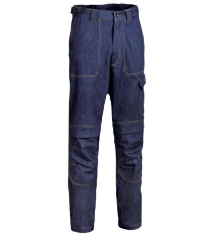 Feuerfeste Hose, zwei Vorder- und Gesaesstaschen, Meter-Tasche, Farbe Denim blau. UNI EN ISO 340:2004, EN 11611, EN 11612:2009 zertifiziert.