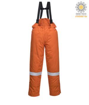 Winter-Laetzchen und Latzhose, antistatisch und flammhemmend, verstellbare Taille, Reissverschlussoeffnung im Bein versteckt, Reflexband am Bein, zertifiziert nach EN 11611, EN 342:2004, EN 1149-5, EN 11612:2009, Farbe orange
