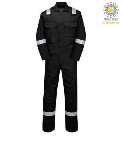 Feuerfester Overall, Funkring, Knopfverschluss, Brusttaschen, Bandmasstasche, schwarz Farbe. CE zertifiziert, NFPA 2112, EN 11611, EN 11612:2009, ASTM F1959-F1959M-12