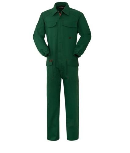 Feuerschutzoverall, Zentralverschluss, zwei Taschen und zwei Taschen, gruene Farbe. EN 11611, EN 11612:2009 zertifiziert
