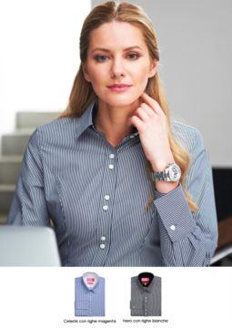 Elegantes Uniformhemd aus Baumwolle und Polyester, buegelleicht. Ideal fuer Empfangspersonal, Hostessen, Hoteliers. Fordern Sie ein Angebot an.