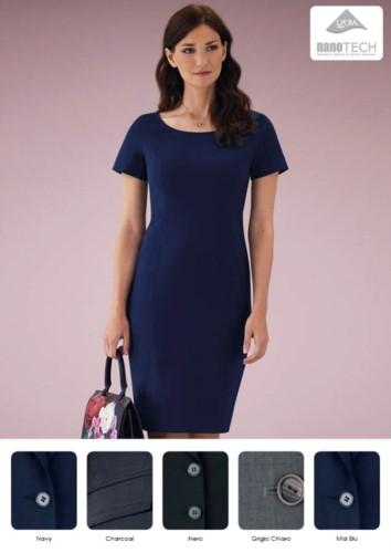 Elegantes Kleid aus Polyester und Wolle, Stoff mit schmutzabweisender Behandlung.