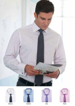 Elegantes, einheitliches Hemd, 100% Baumwollstoff mit leichten Buegeleigenschaften. Einzelmanschette fuer Manschettenknöpfe.