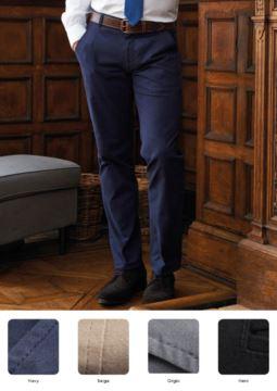 Elegante, schmal geschnittene Herrenhose, Seitentaschen, Baumwoll und Elasthanstoff. Kontaktieren Sie uns fuer ein kostenloses Angebot.