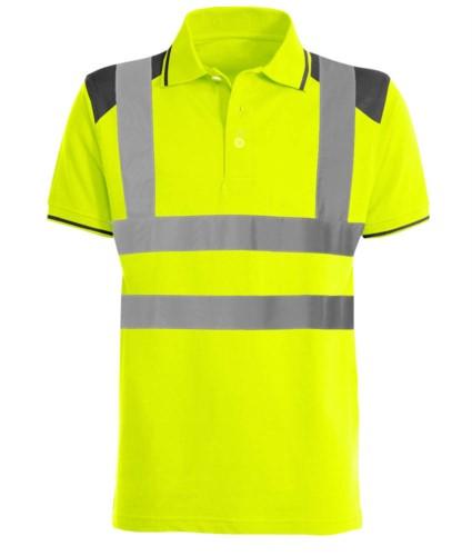 Zweifariges gut sichtbares Poloshirt mit reflektierenden Baendern, kontrastreichen Details an Shultern, Kragen und unterm Aerml. Zertifiziert nach EN 20471. Farbe gelb