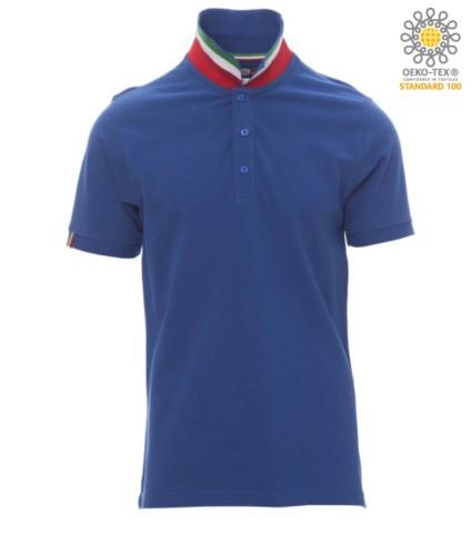 Kurzaermeliges Poloshirt aus Baumwollpique, kontrastierender dreifarbiger Kragen, der am Stehkragen sichtbar ist. Farbe Koenigsblau / Italien