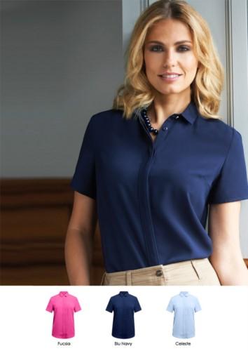 Elegantes Hemd fuer Uniform, ideal fuer Empfangsdamen, Hostessen, Hoteliers. Material 100% Polyester. Fordern Sie ein Angebot an.