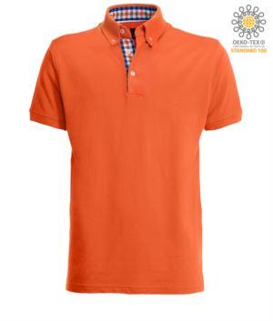 Kurzaermeliges Arbeits-Poloshirt, Dreiknopfverschluss, Seitenschlitze, Handlauf mit Knopfdruck-Kragen, 100% Baumwollstoff, Farbe orange, Farbe orange, Farbe blau und weiss Kragen orange