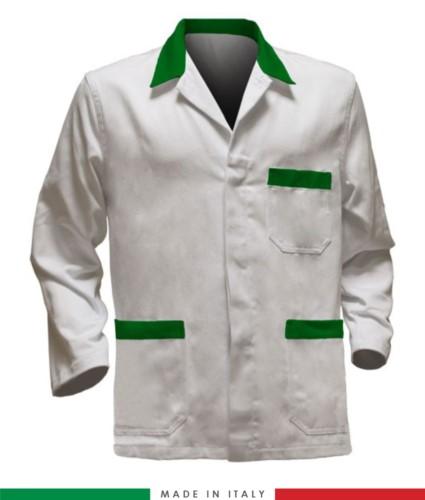 weisse Arbeitsjacke mit gruen Einsaetzen, Polyestergewebe und Baumwolle