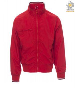 Ungefuetterte Jacke aus Nylon, Kragen, Manschetten und Taille in elastischer Rippe mit schwarzen und weuss Profilen. Brusttasche mit Reissverschluss.Farbe rot