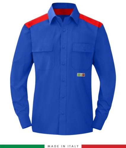 Zweifarbiges Mehrzweckhemd, Druckknopfverschluss, zwei Brusttaschen, farbige Einsätze an Schultern und Innenkragen, zertifiziert nach EN 1149-5, EN 13034, UNI EN ISO 14116:2008, Farbe koenigsblaublau und rot