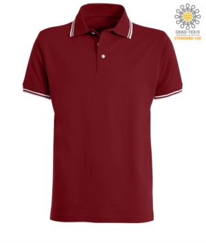 Zweifarbiges Poloshirt mit kontrastfarbenem Kragen und Aermelsaum. Farbe: Burgunderrot / Weiss